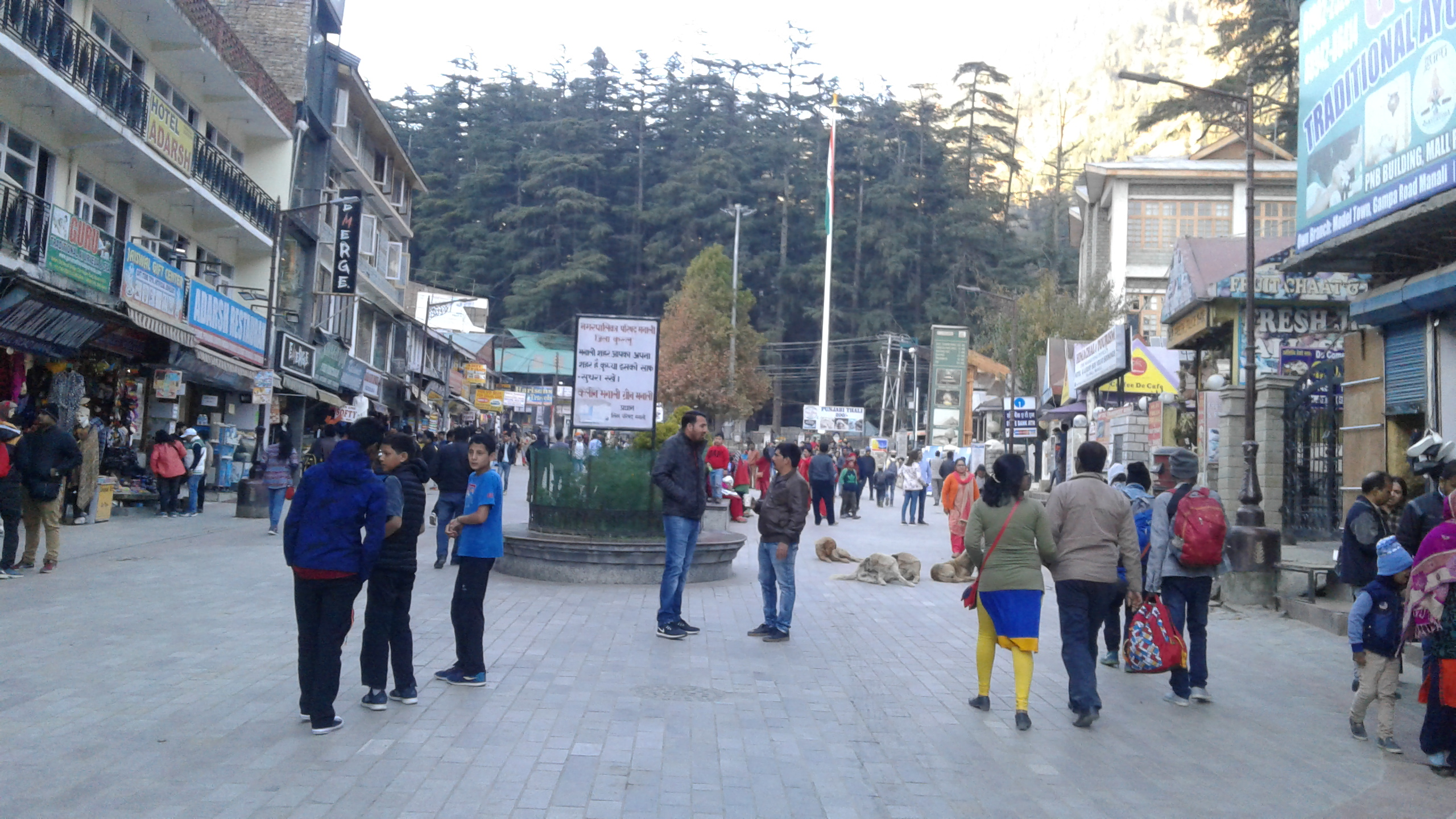 Mall Road Manali